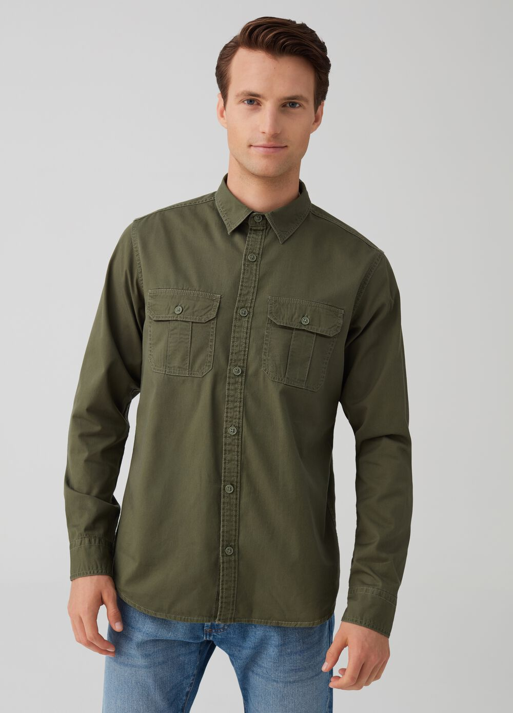 100% cotton slim-fit shirt with pockets