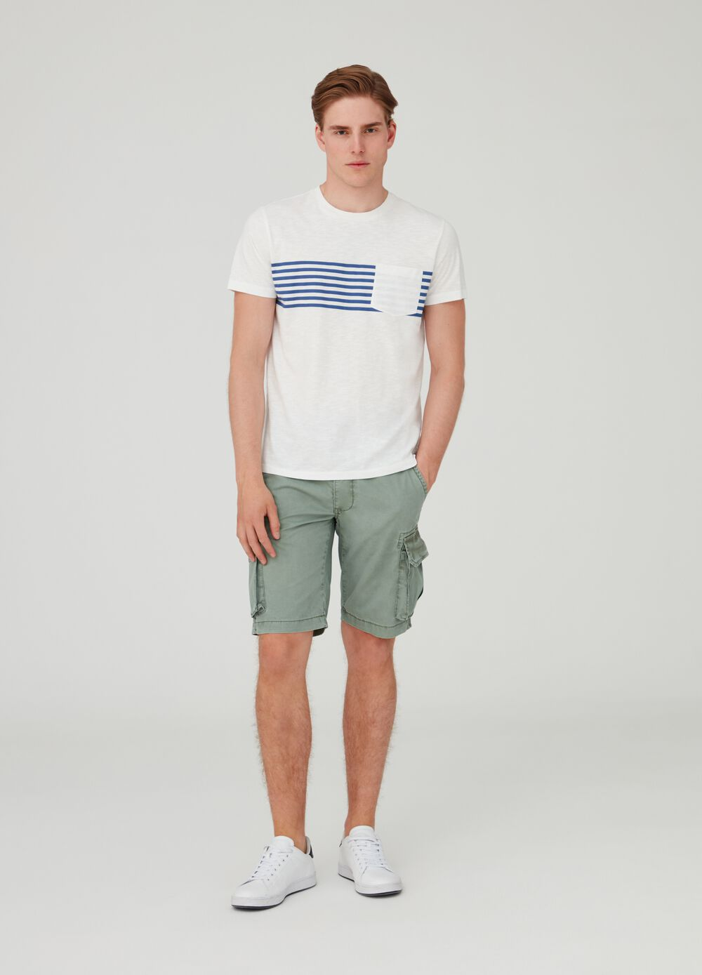 Solid colour cotton regular-fit cargo shorts
