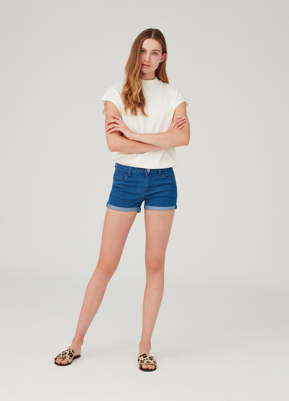 Stretch denim shorts with button