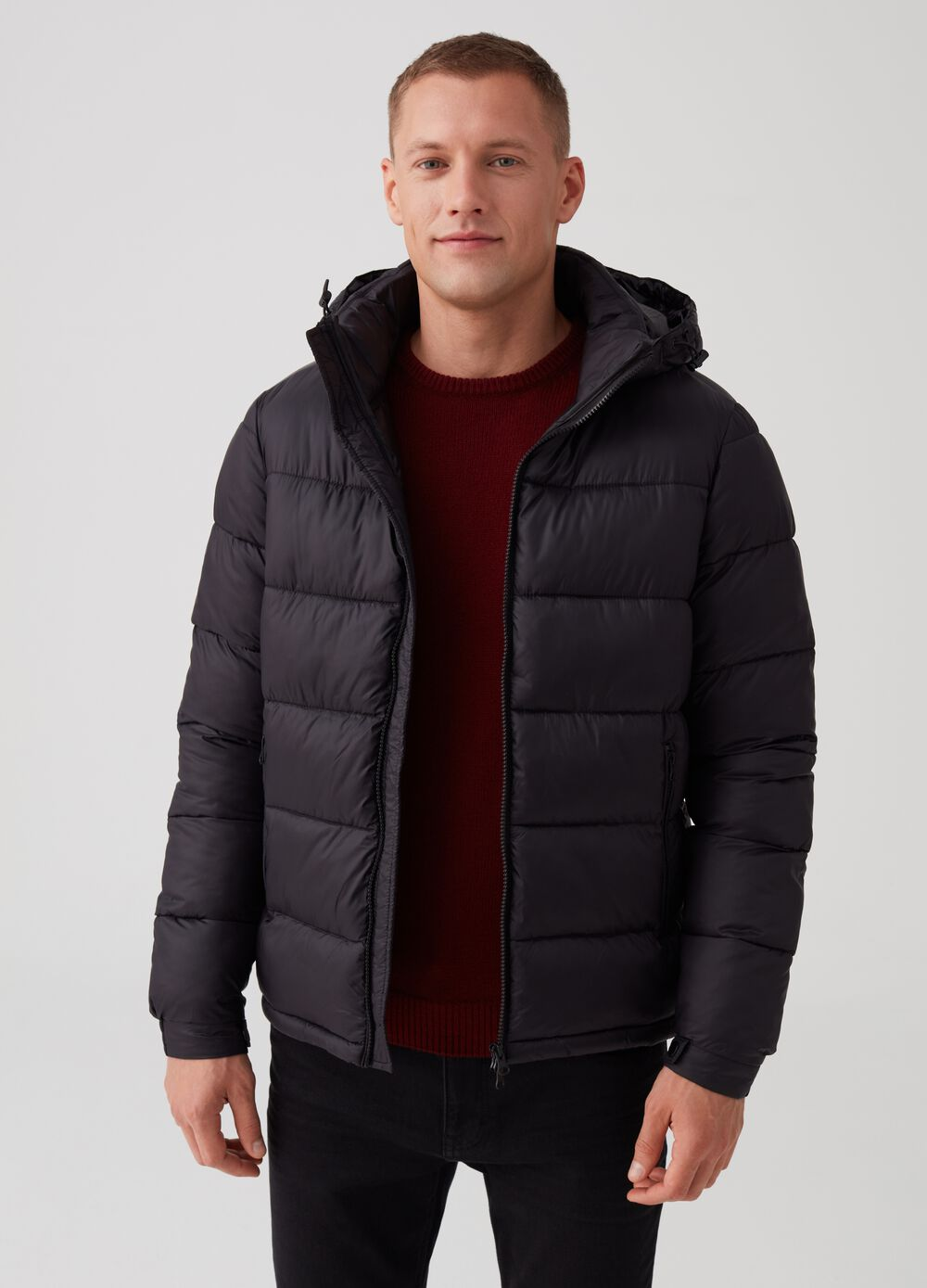 Down jacket with thermal padding and pockets