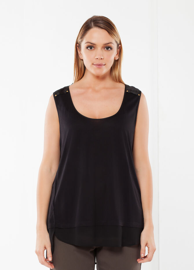 Curvy top with studs