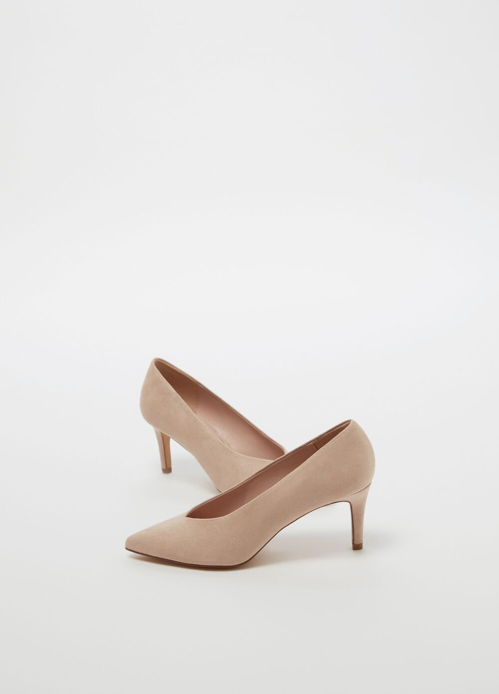 Court shoe with high stiletto heel