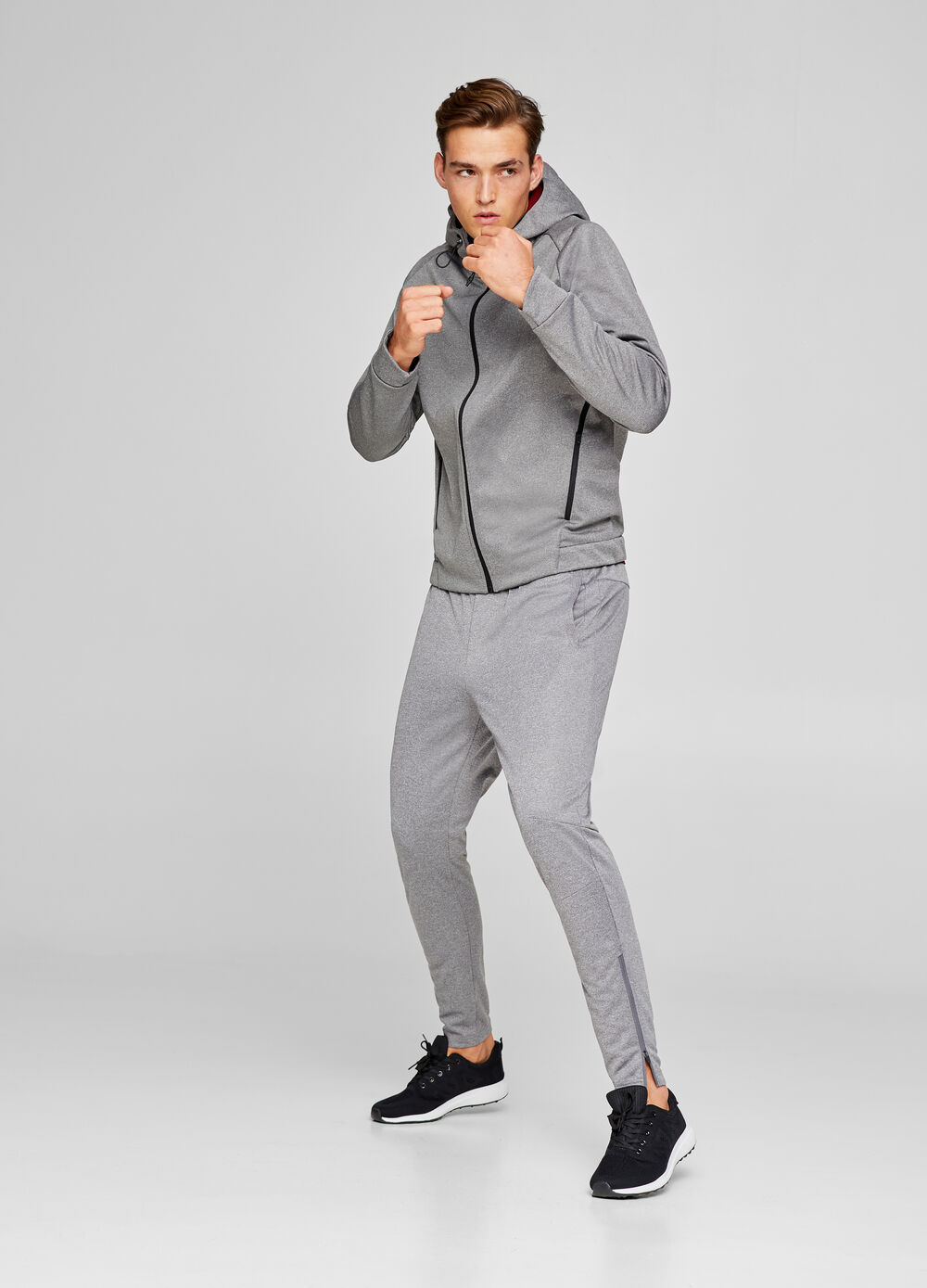 Sports sweatshirt with zip and pockets