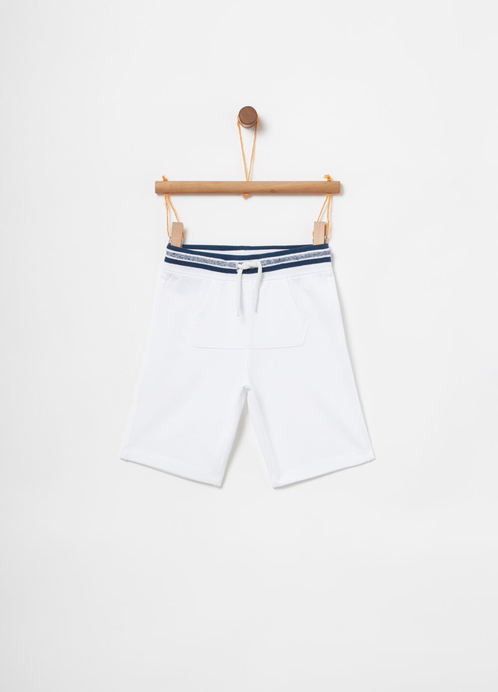 Shorts with drawstring and pouch pocket