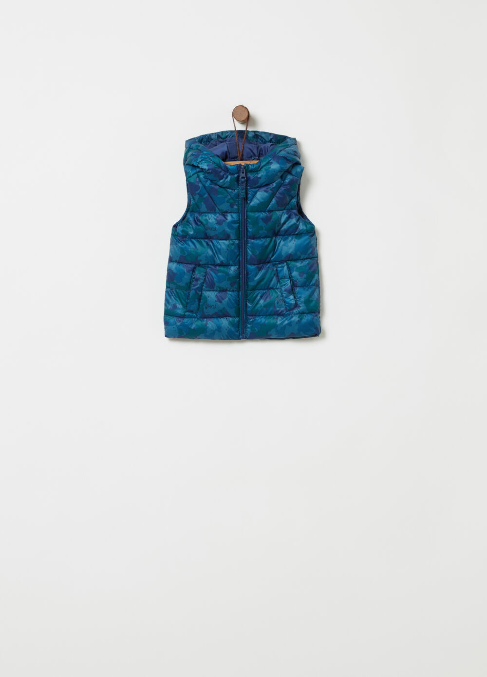 Quilted gilet with camouflage pattern