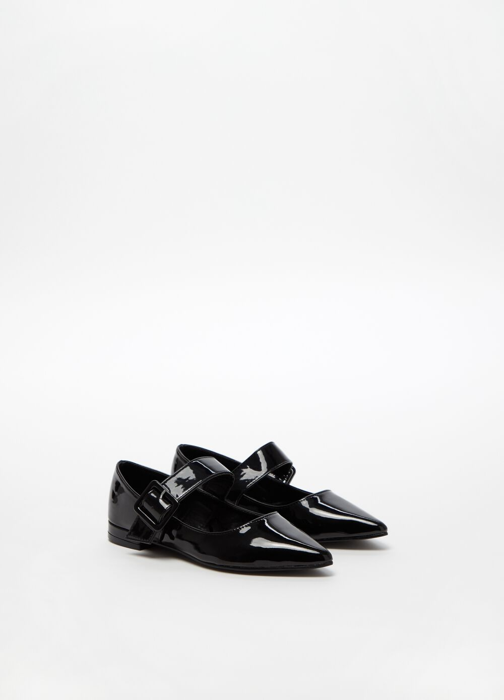 Patent-effect pointed ballerina flats