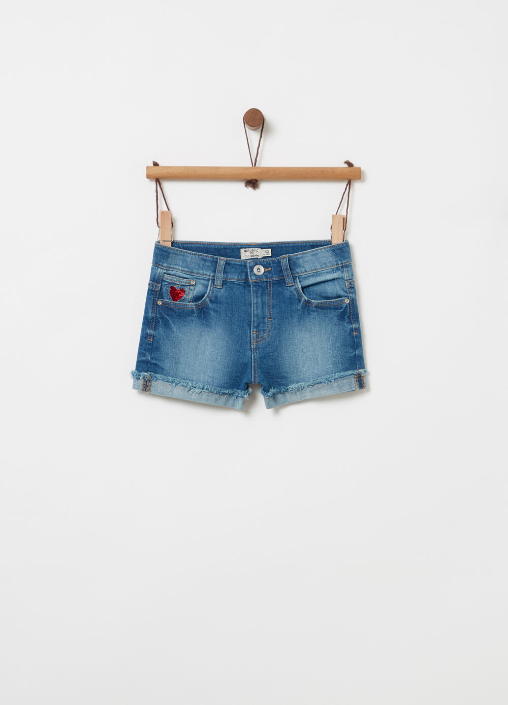 Shorts in denim con paillettes e frange