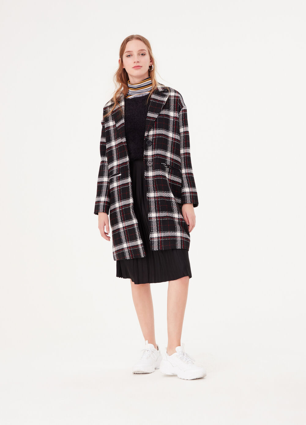 Coat with pockets and tartan pattern