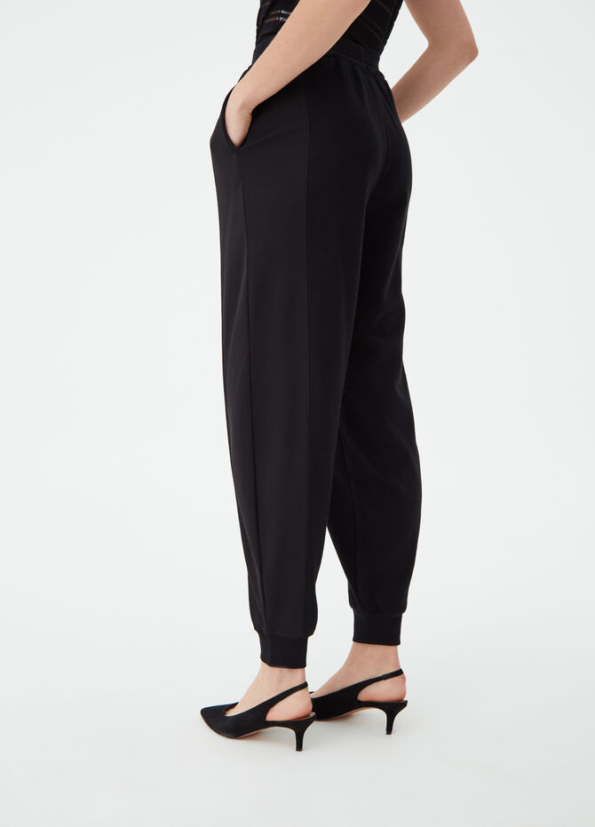 Jogging trousers with wide leg