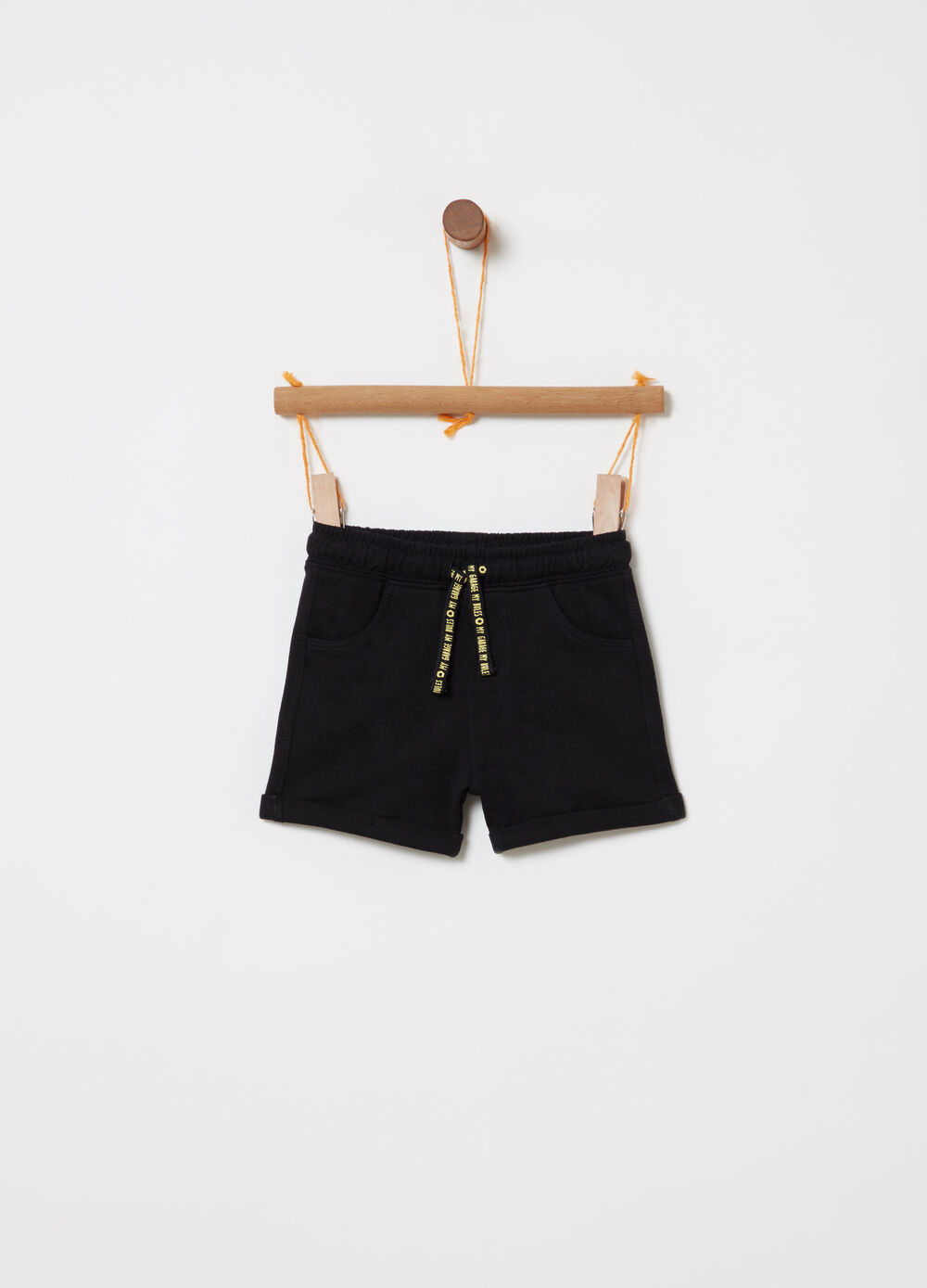 Shorts with elastic waist and pockets