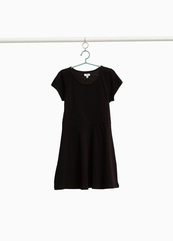 100% cotton dress with round neck.