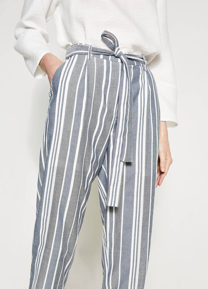 Crop trousers with stripes and belt
