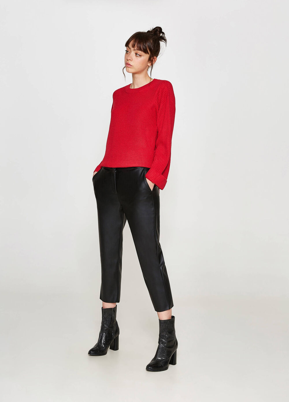Solid colour crop trousers with pockets
