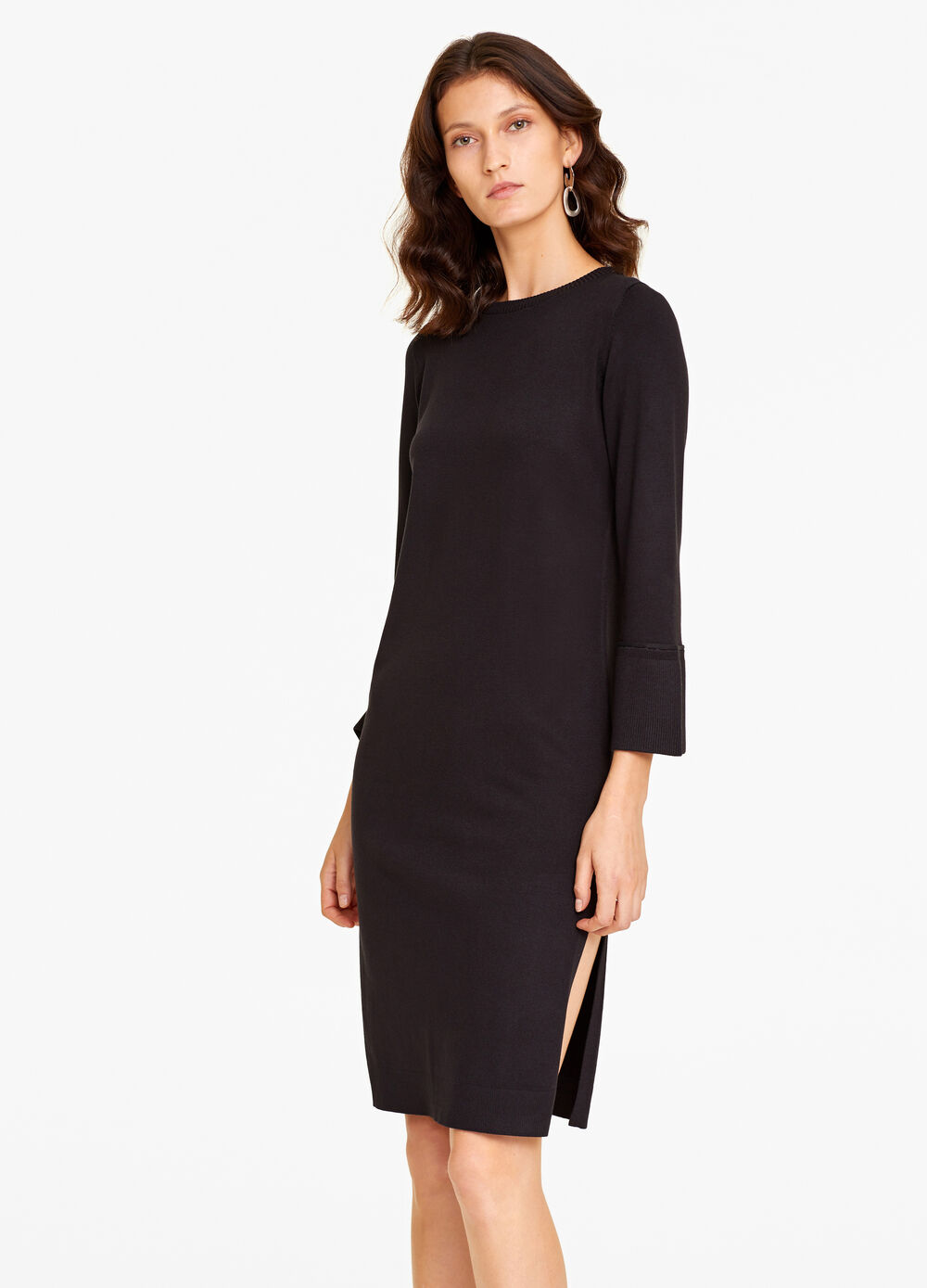 Dress with three-quarter sleeves.