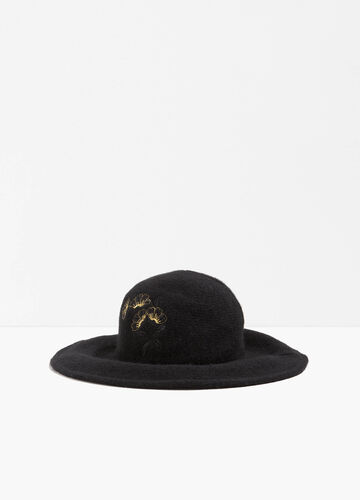 Wide-brimmed wool hat with floral embroidery