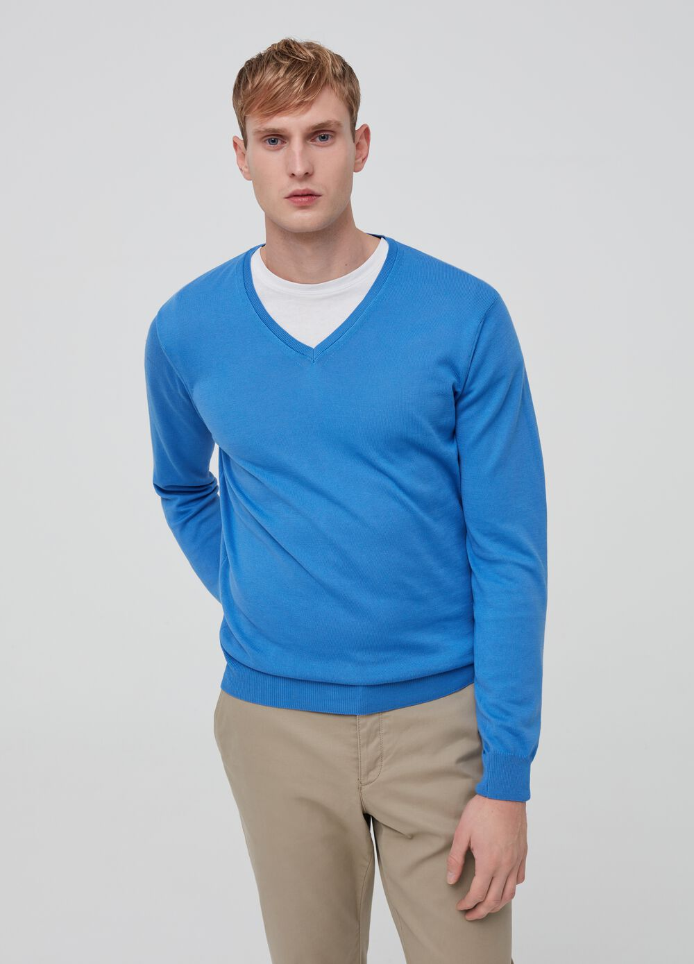Knitted cotton pullover with V neck