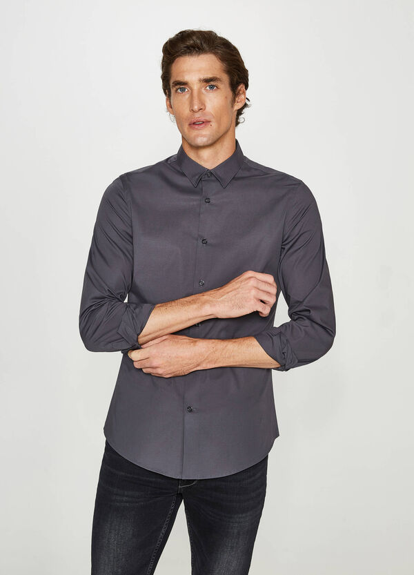 Custom-fit, formal shirt with bluff collar