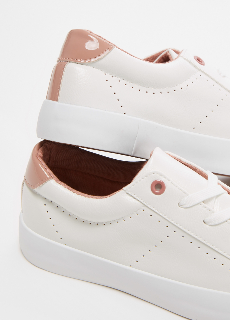 Solid colour sneakers with low sole image number null