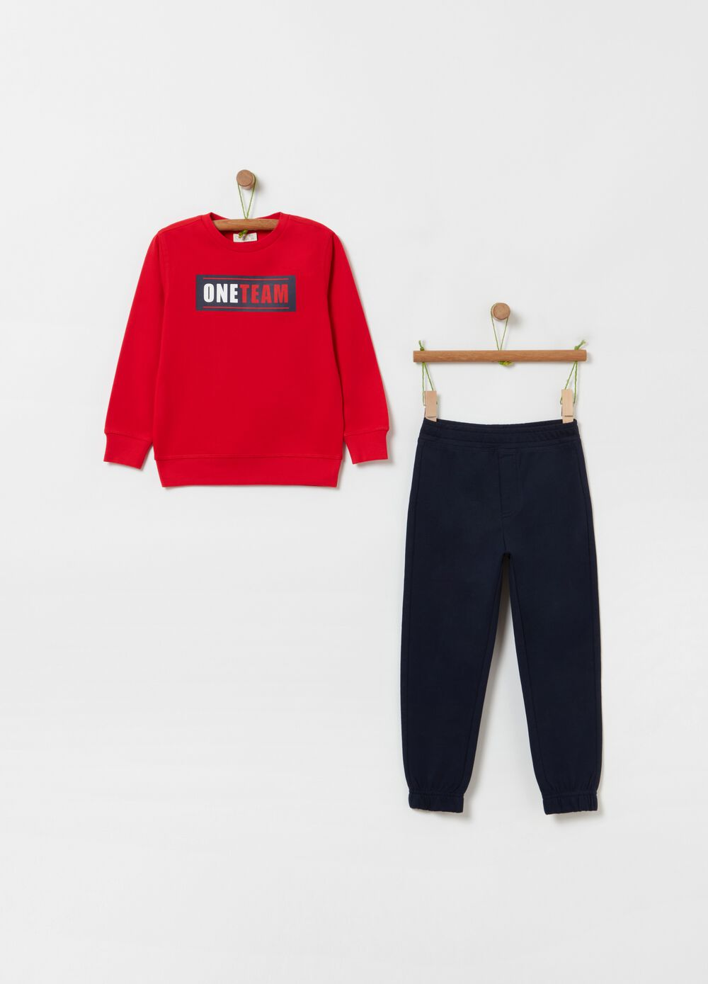 Jogging set with sweatshirt and trousers