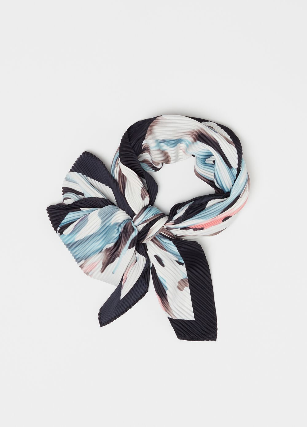 Pleated fabric foulard with print