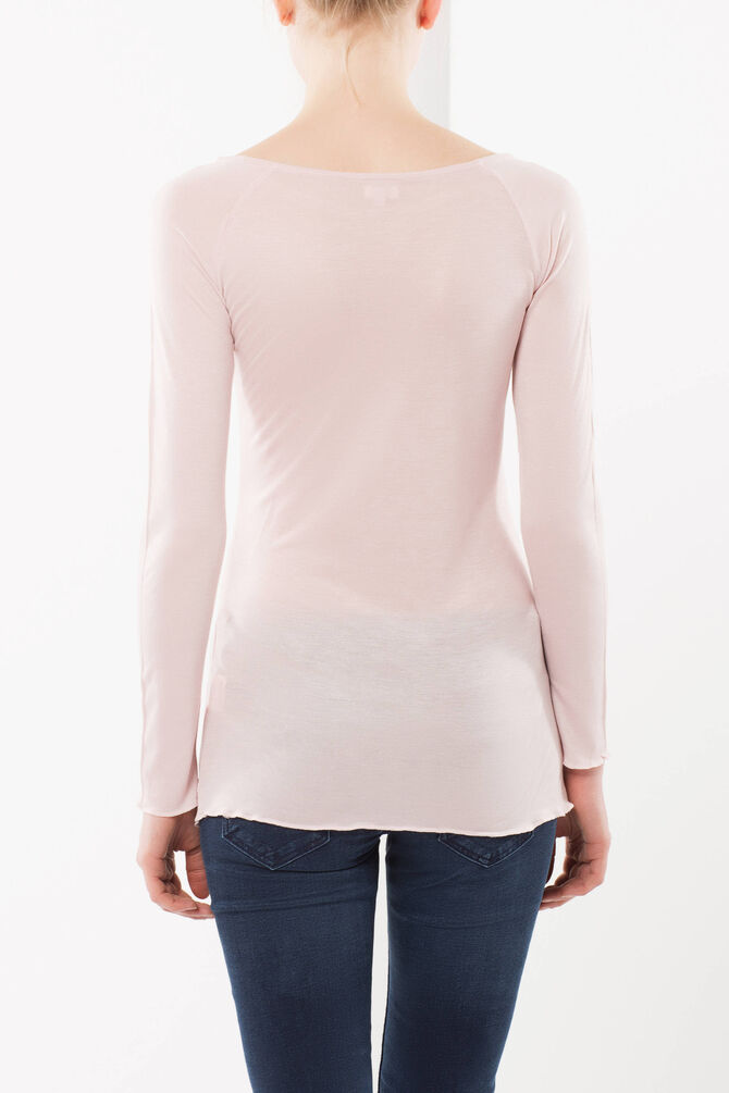 Figure-fit T-shirt with long sleeves