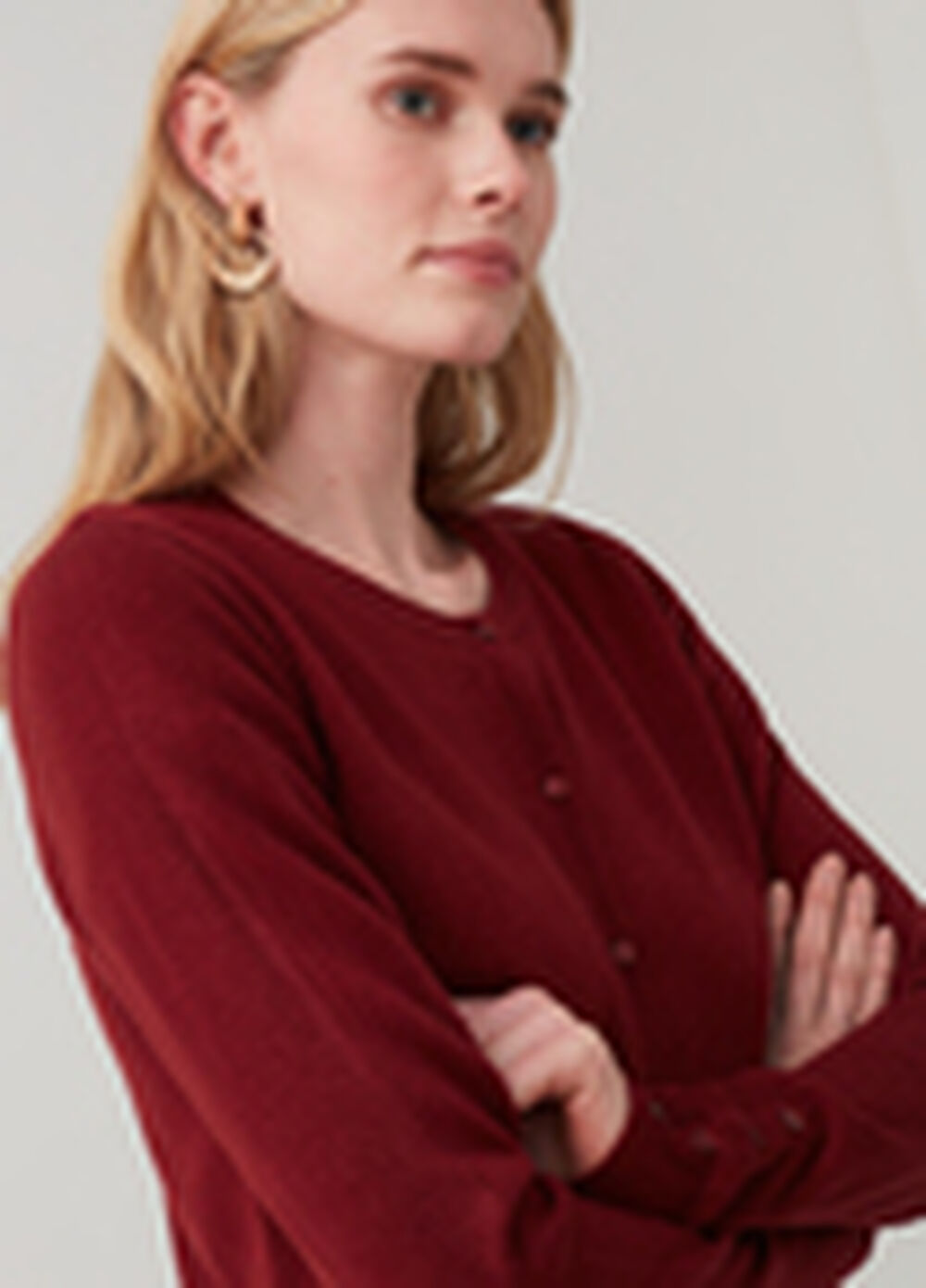 Solid colour cardigan with round neck and buttons