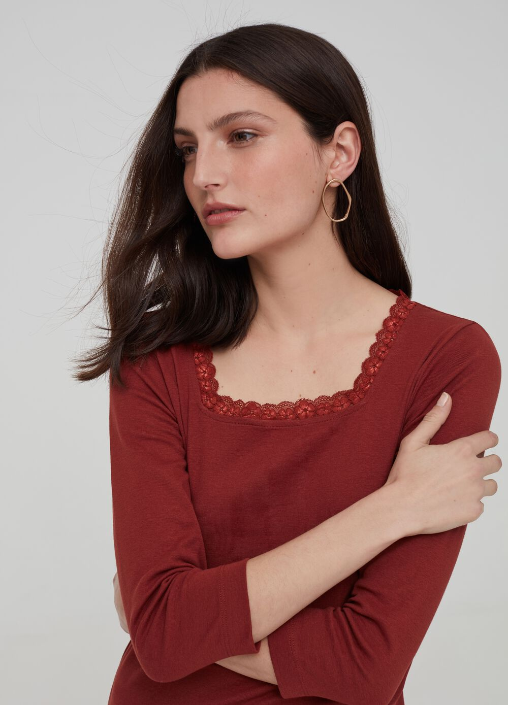 100% organic cotton T-shirt with lace