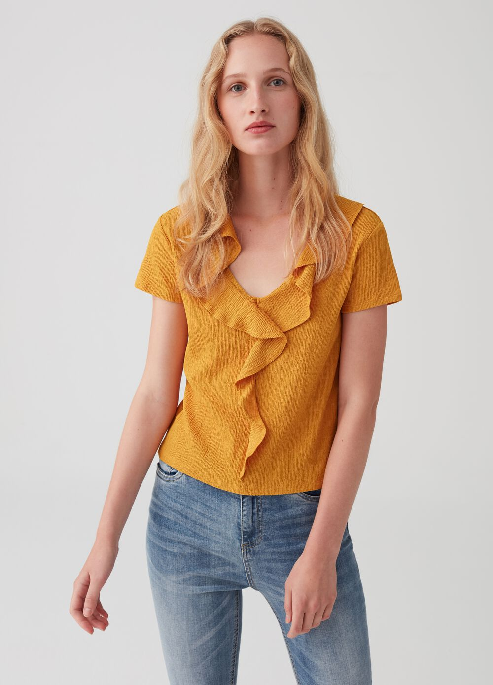 Stretch T-shirt with V neck and flounce