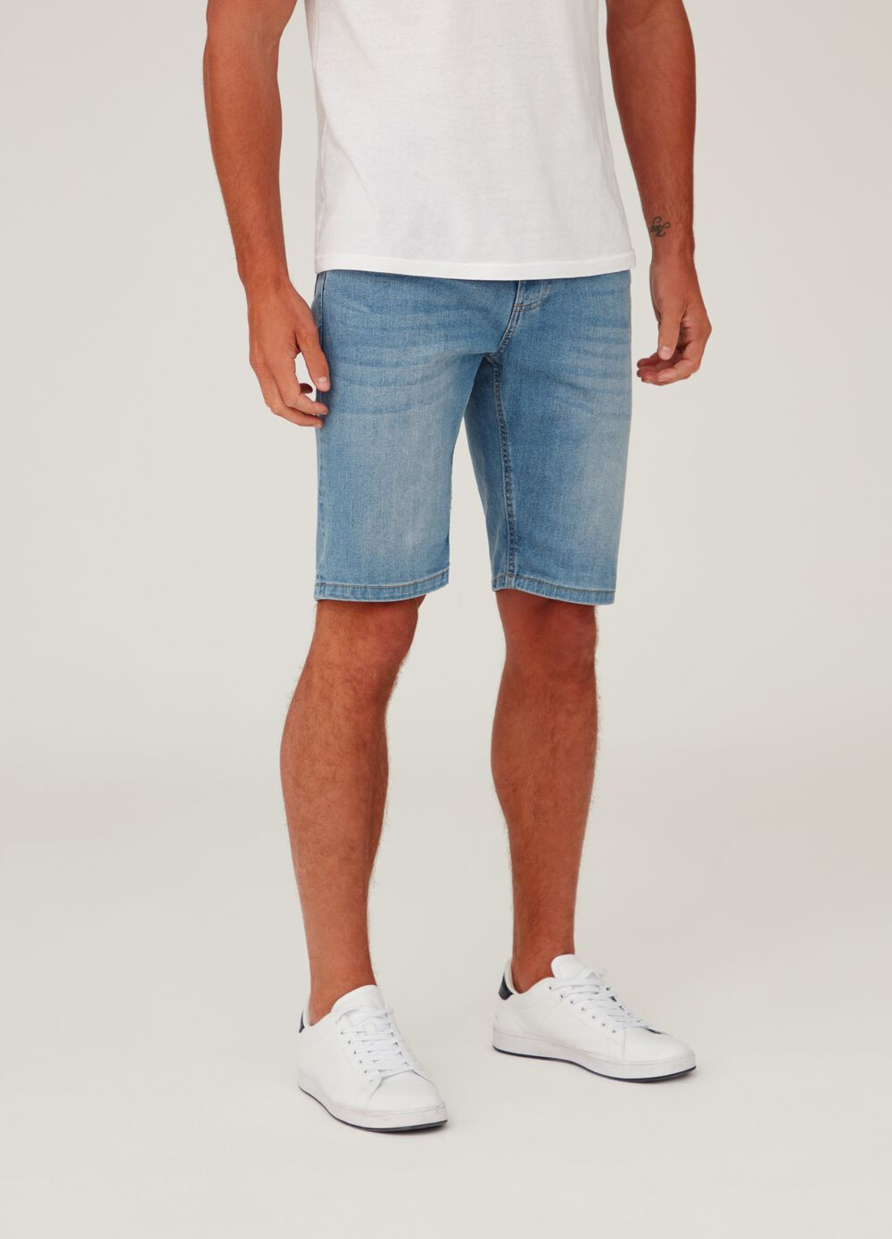 Slim-fit shorts in stretch washed denim