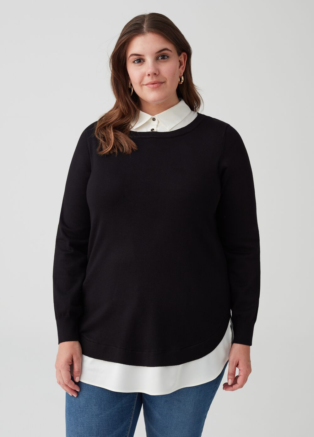 Curvy knit pullover with boat neck
