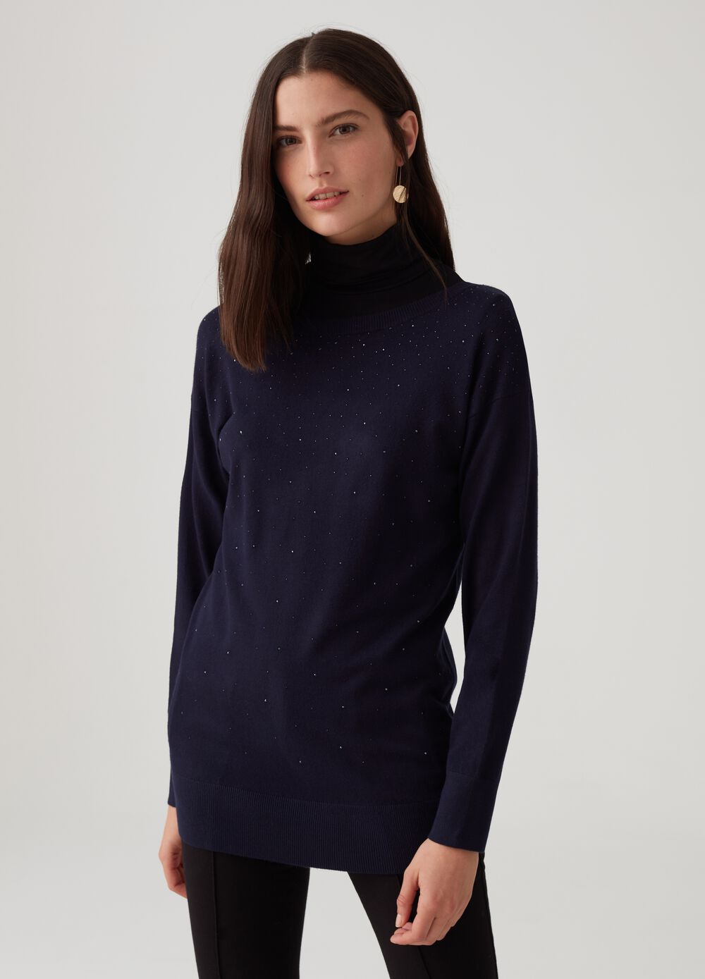 Solid colour pullover with small studs
