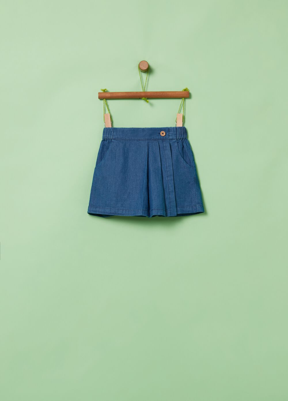 Denim-effect shorts with pockets