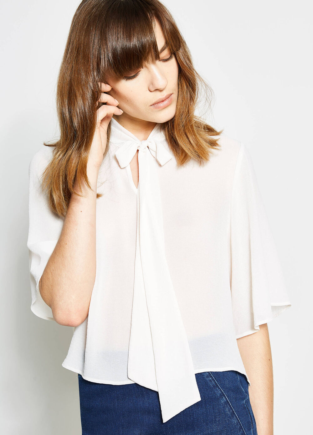 Crop blouse with tie fastening