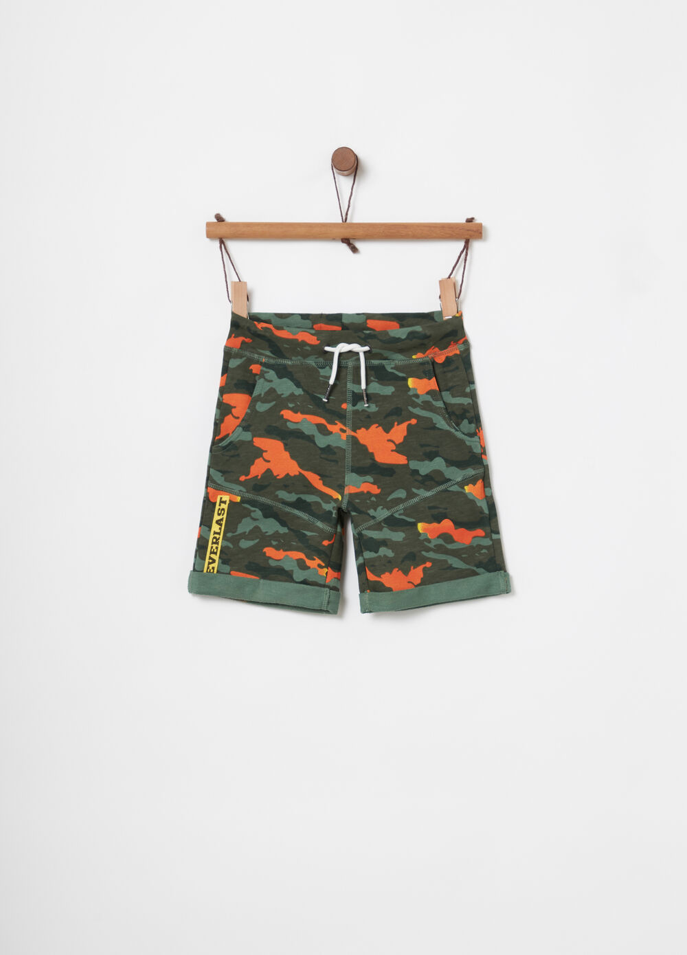 Lightweight fleece shorts with camouflage pockets