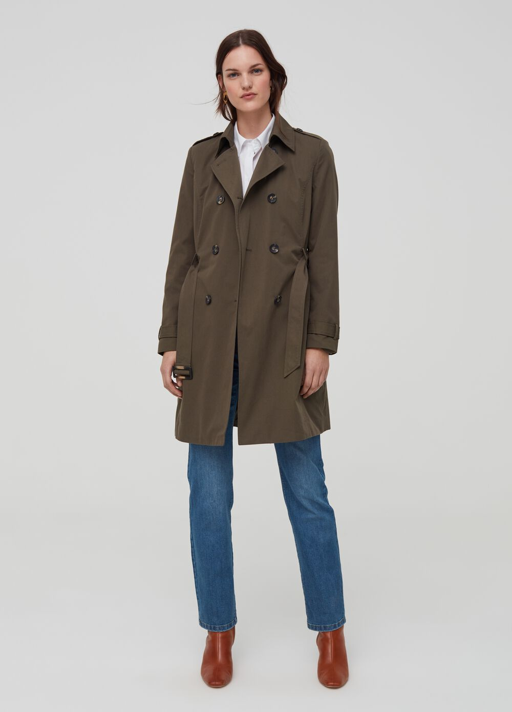 Trench coat with belt at the waist
