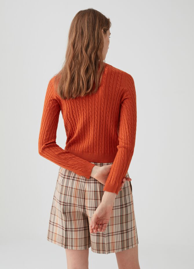 Knitted ribbed pullover
