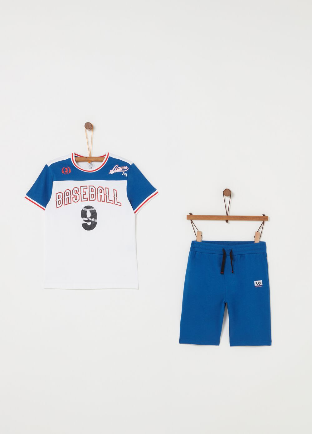Jogging set with T-shirt and shorts with print and ribbing