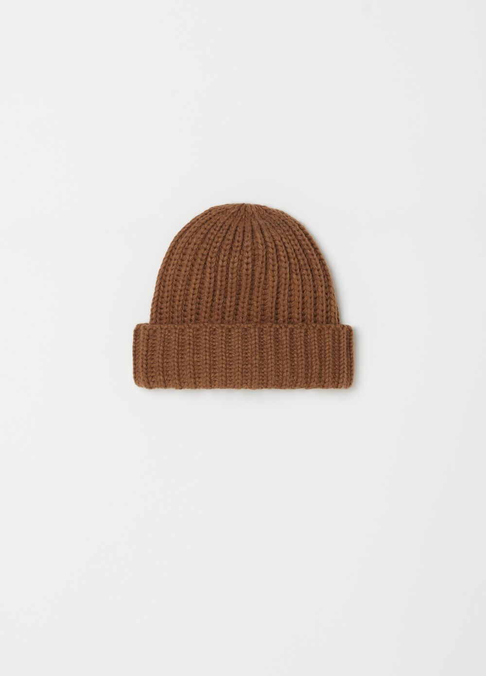Solid colour hat with knitted design