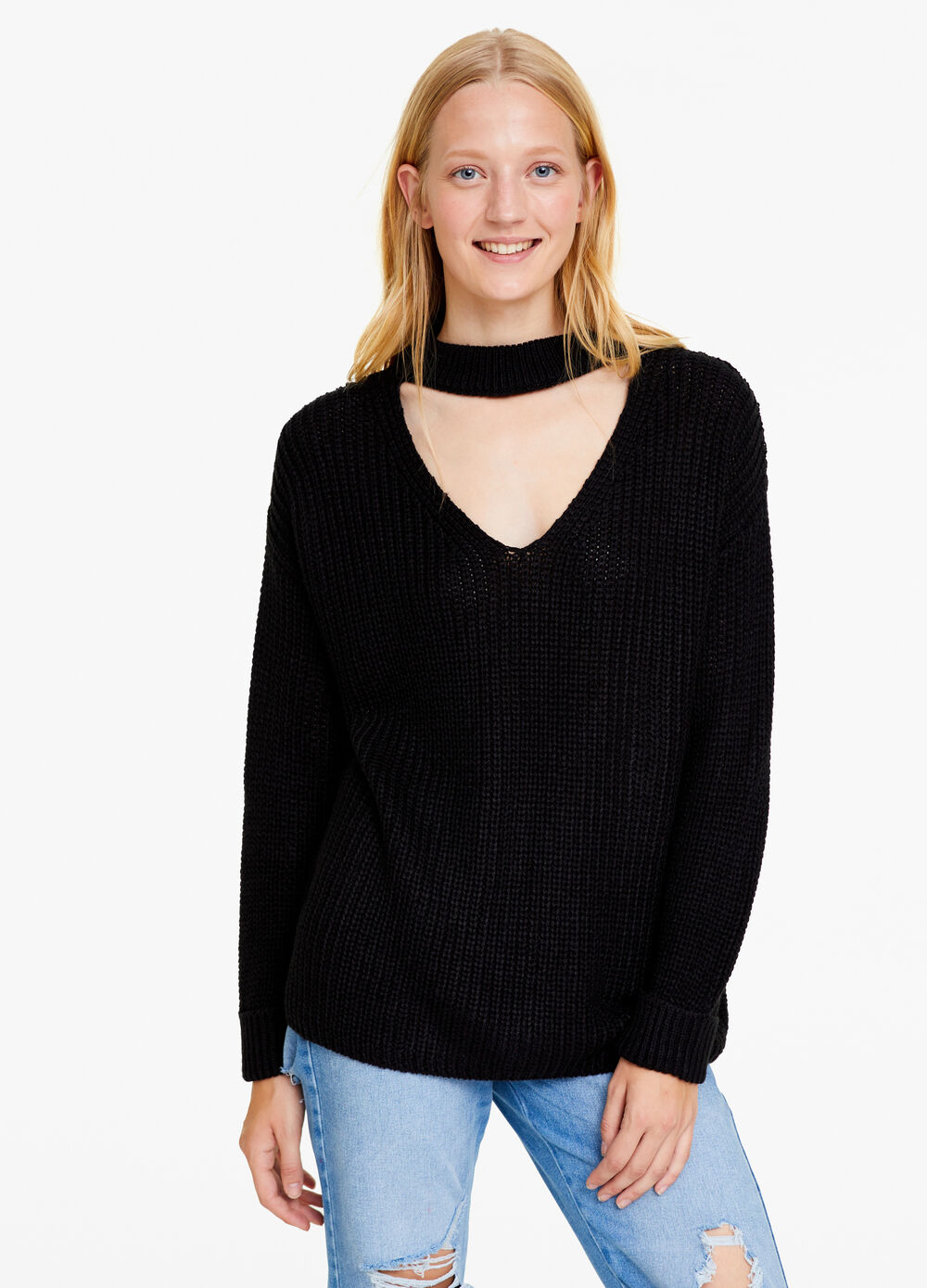 Solid colour knitted pullover with V neck