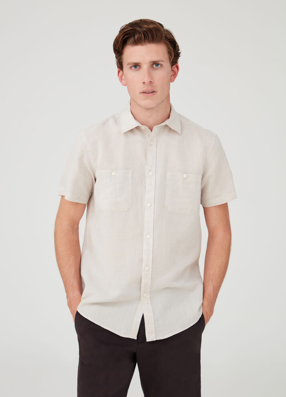 Short-sleeved shirt with button and pockets