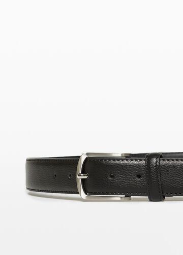Textured belt with square buckle