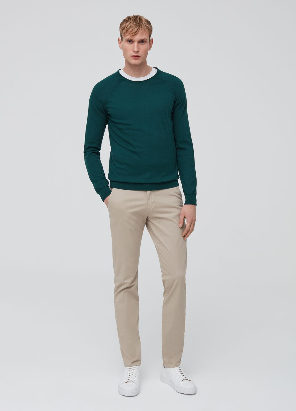 Chinos slim fit en color liso