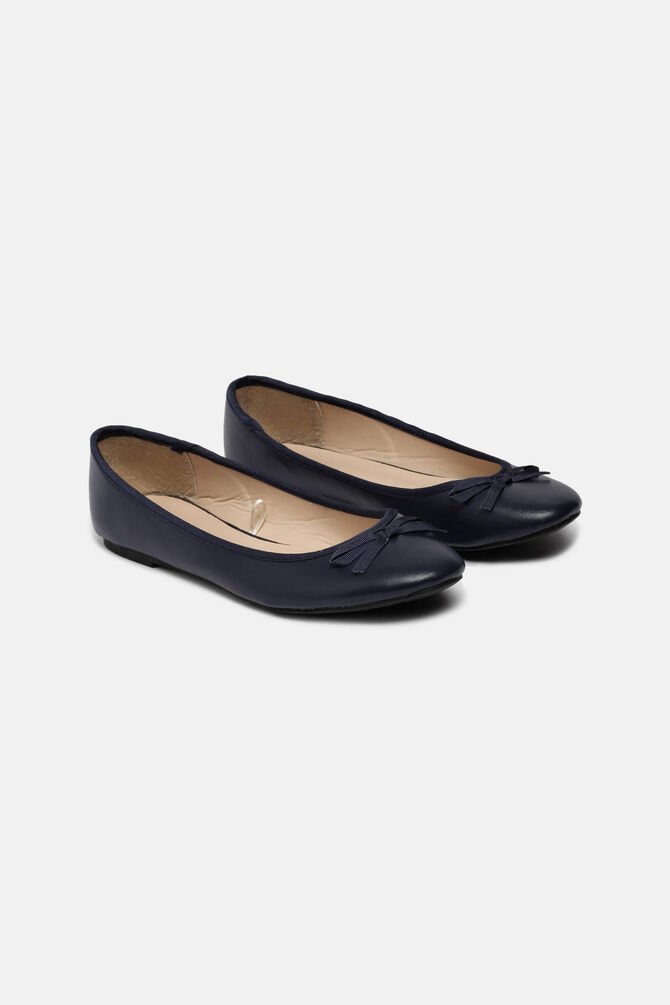 Ballet pumps with bow