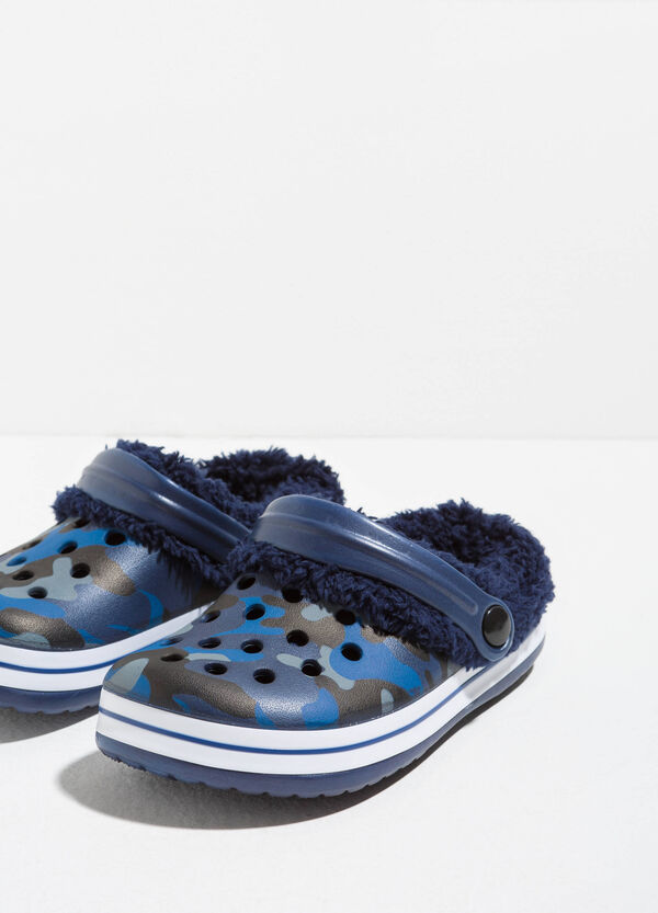 Rubber slippers with fur