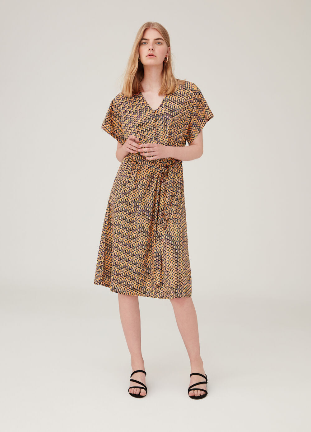 Dress with batwing sleeves and pattern