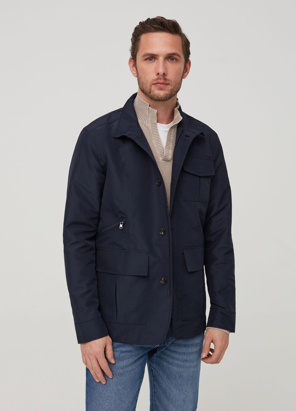 Solid colour jacket with pockets