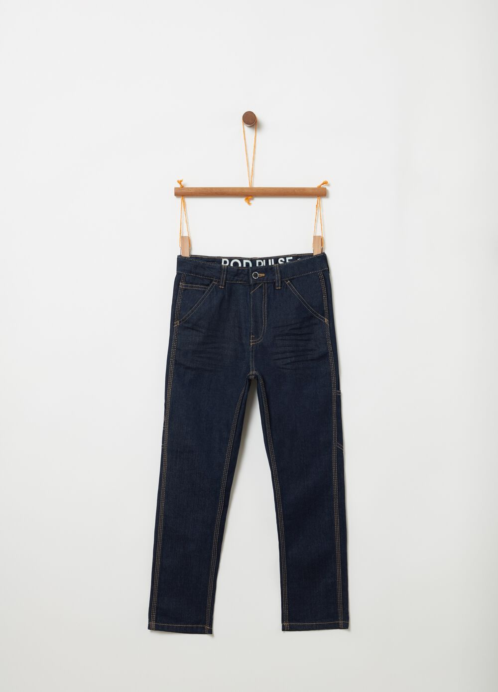 Jeans with contrast stitching and five pockets