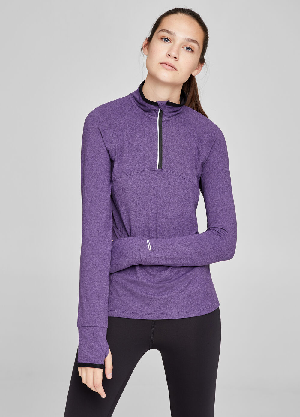 Gym sweatshirt with thumb holes