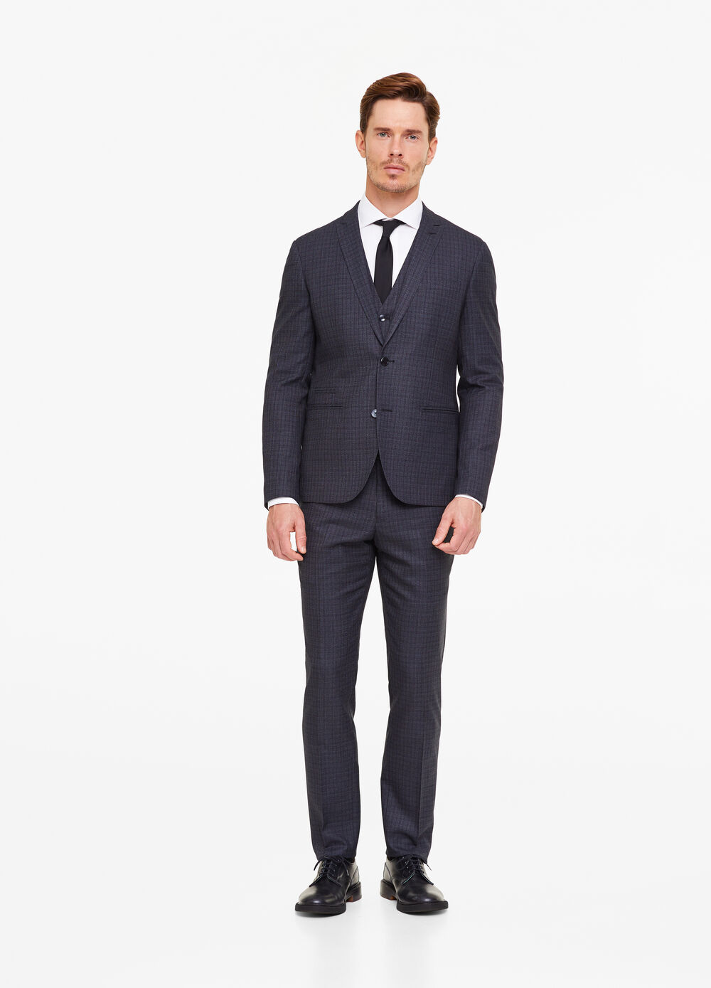 Custom-fit suit with pattern