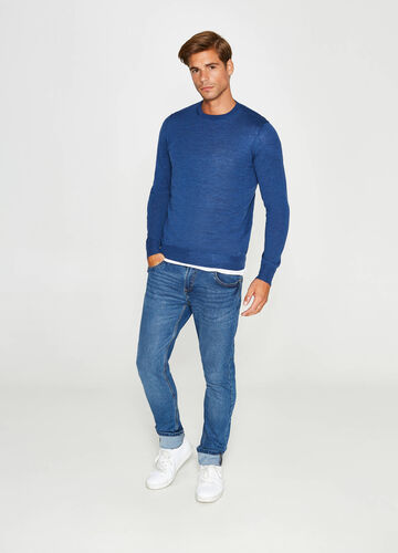 Crewneck knitted pullover in 100% wool